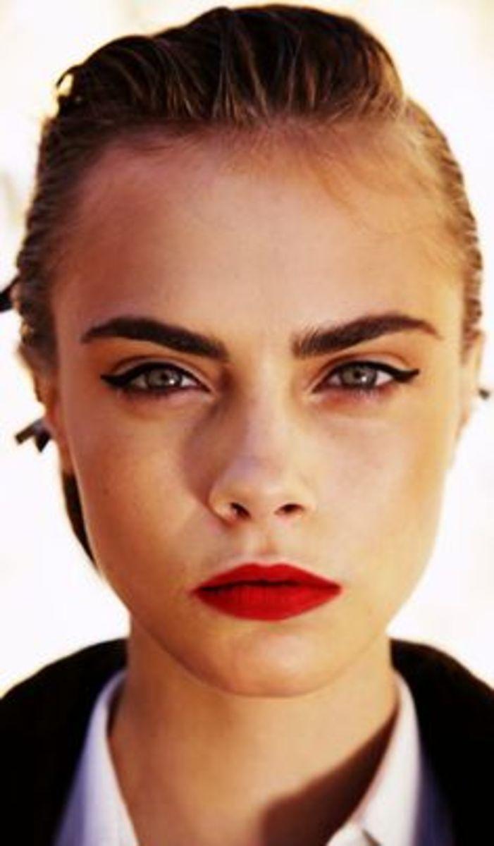 Modern pinup eyebrows on Cara Delevingne