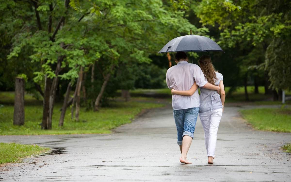 Rain and a closeness between a guy and a girl means romance is happening.