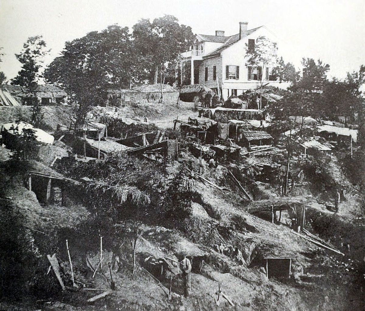 During the battle for Vicksburg civilians were forced to live in caves to survive from snipers and artillery fire.