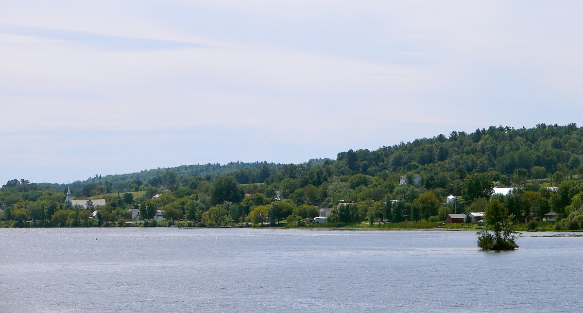 L'Île-du-Grand-Calumet (as seen across the Ottawa River), Quebec, Canada