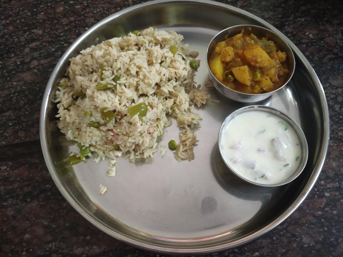 Mini Thali- paneer peas pulav, mixed vegetable curry and raitha