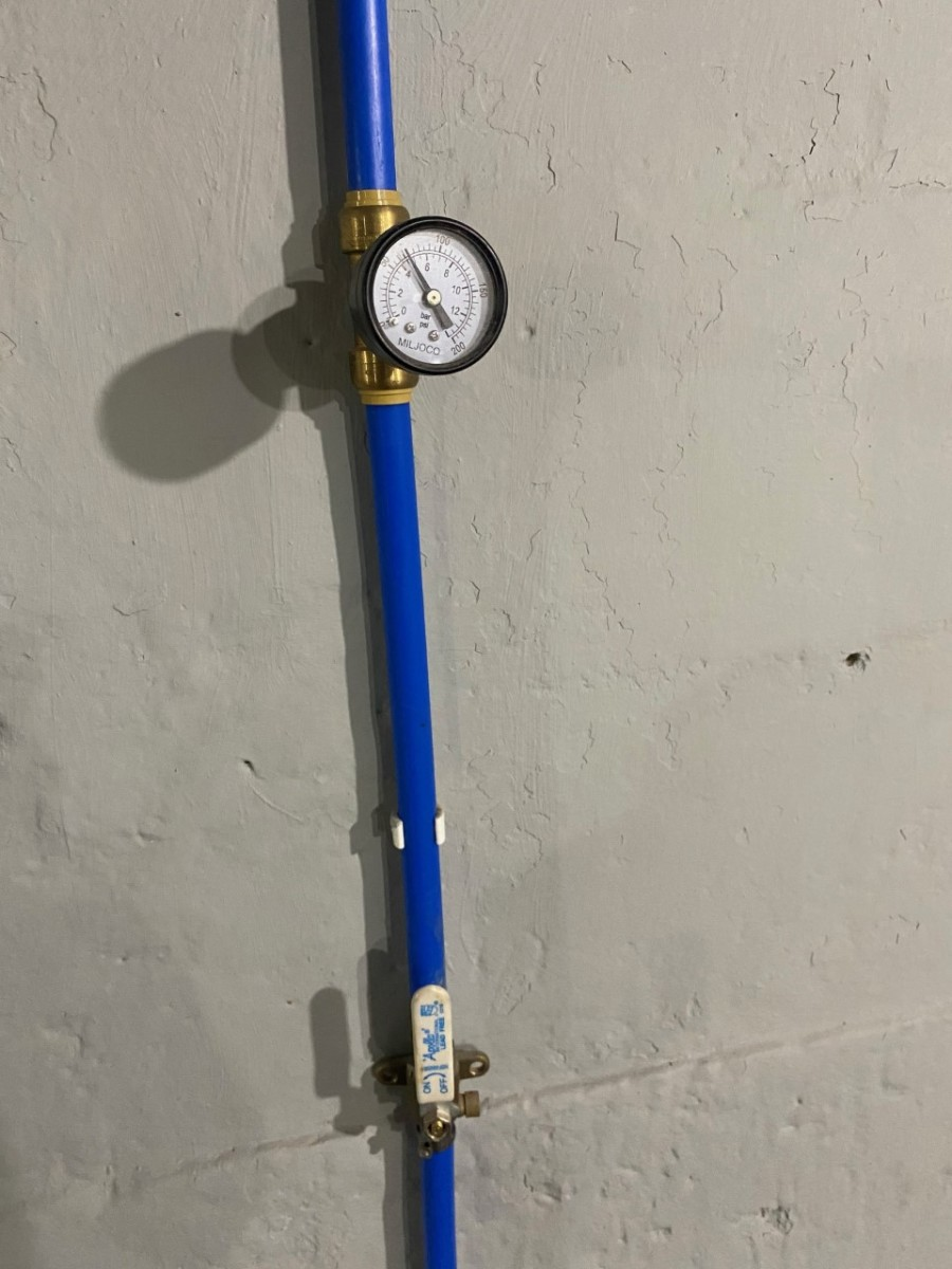 East to install, PEX push to connect water pressure gage.