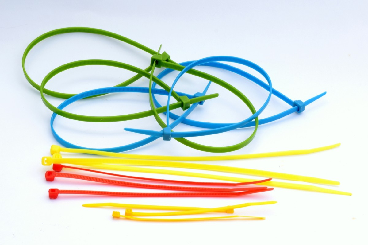 Assorted length cable ties.