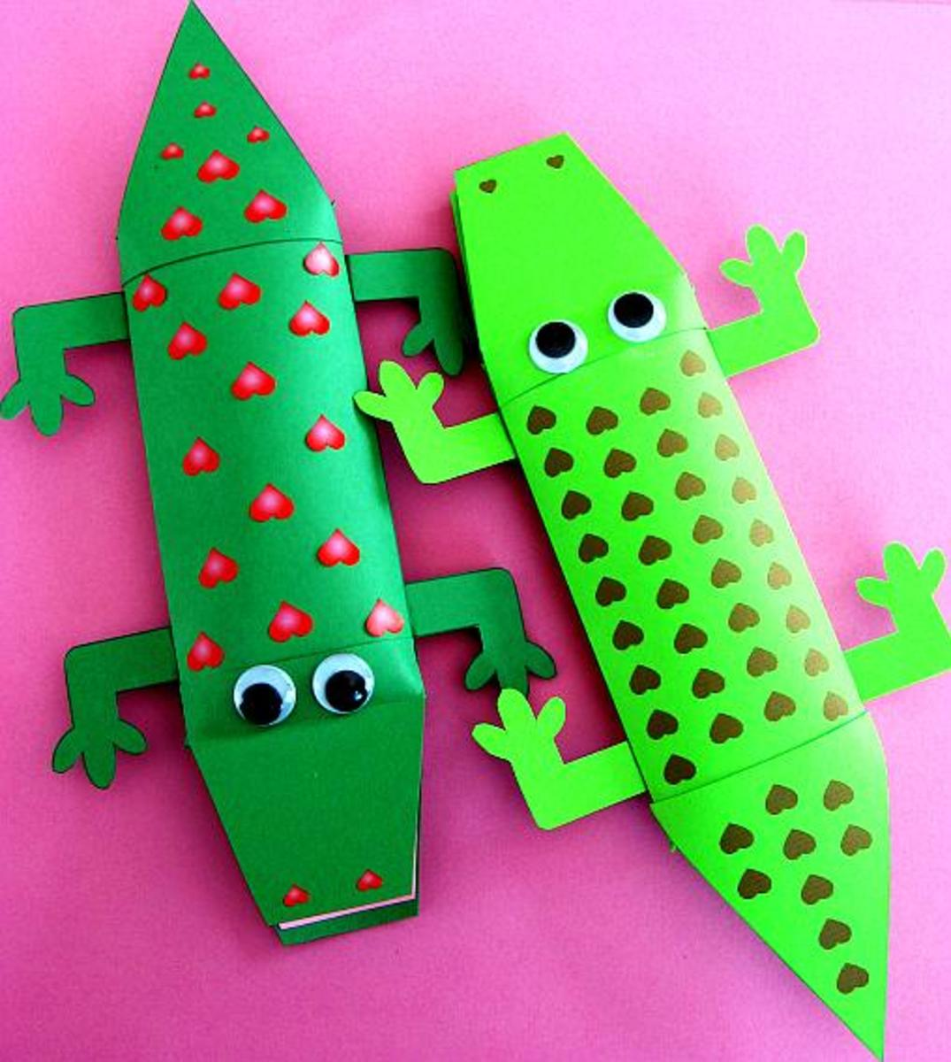 How cute are these little green alligators?  Print out your own but remember you will need scissors and glue to assemble them.