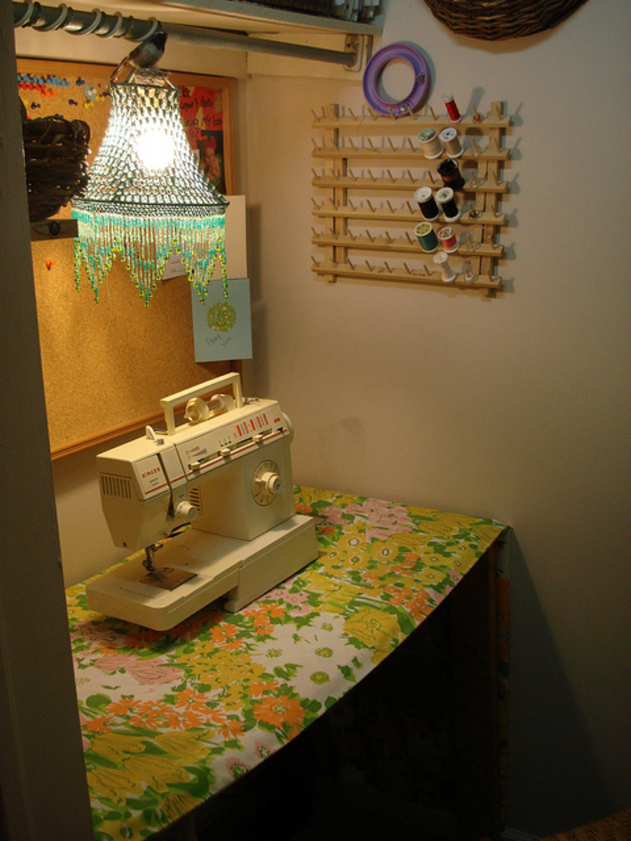 I love the retro style and I love the lamp! A cute space if you have limited room in your home for craft work.