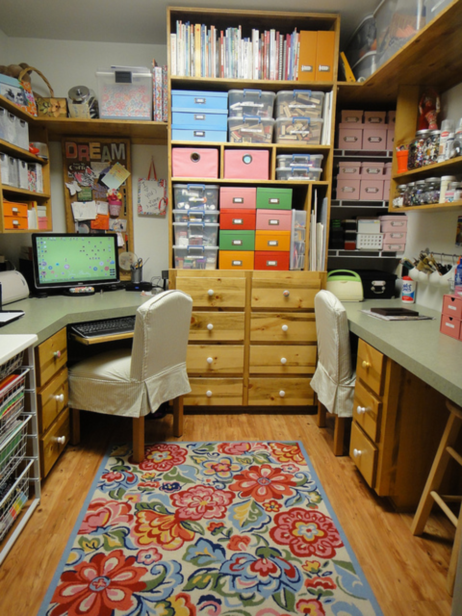 This is my kind of craft room...very ordered, practical and colourful!