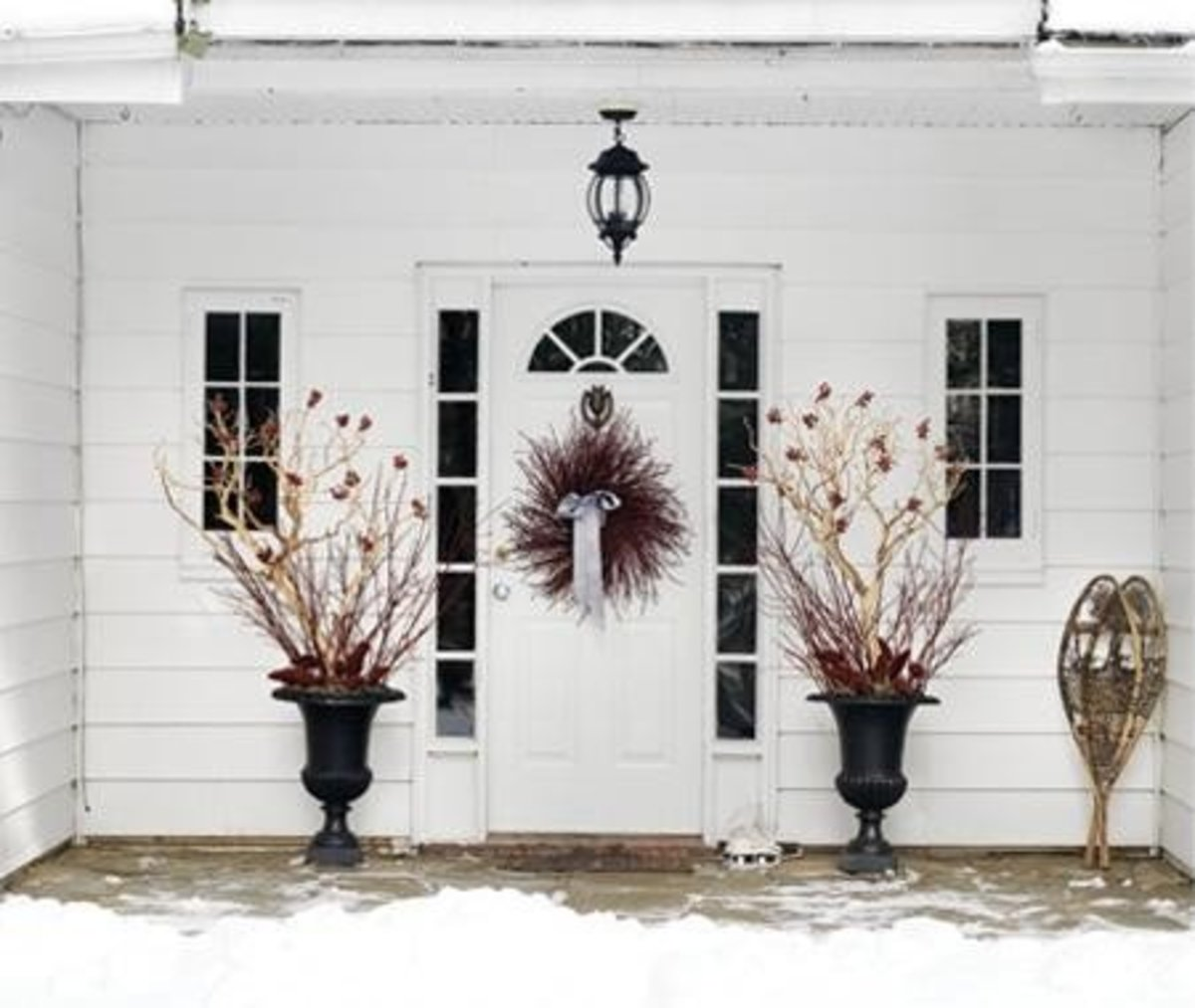 Classic Exterior Easter Decorations providing an elegant touch