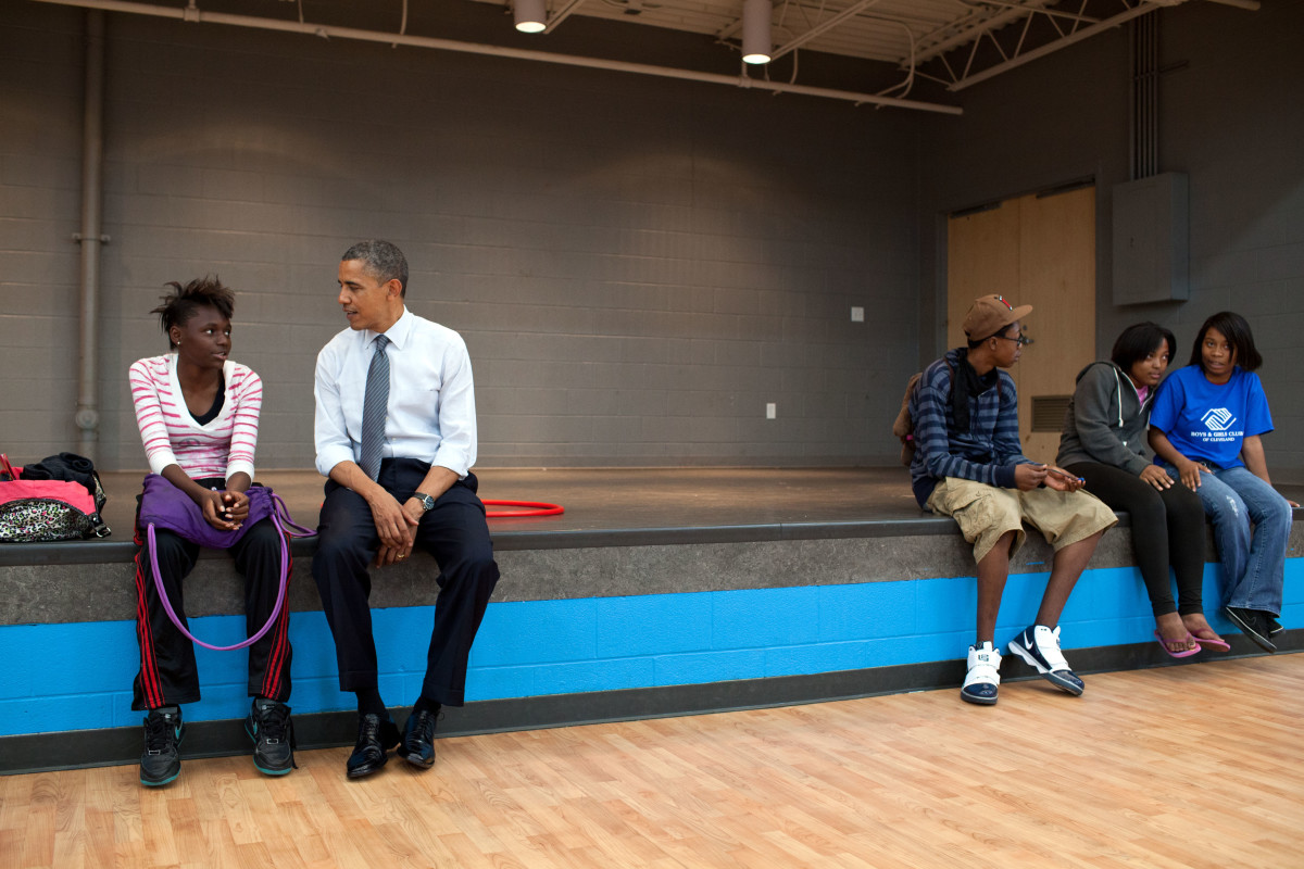 Barack Obama speaks with young woman in Cleveland, OH