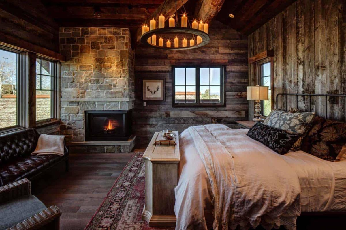 The Sagittarius bedroom should be cozy. Opt for warm colors and earth tones.