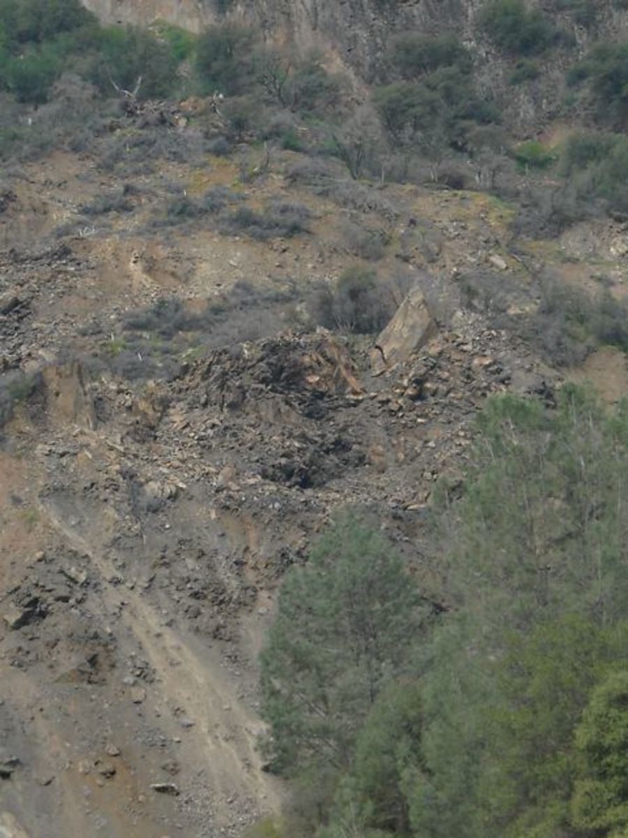 The 2006 rockslide scar. No poppies growing here, no trees, no bushes, no grass—just unstable rocks.