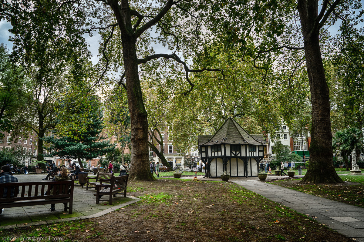 Soho Square https://web.archive.org/web/20161102053951/http://www.panoramio.com/photo/113553630