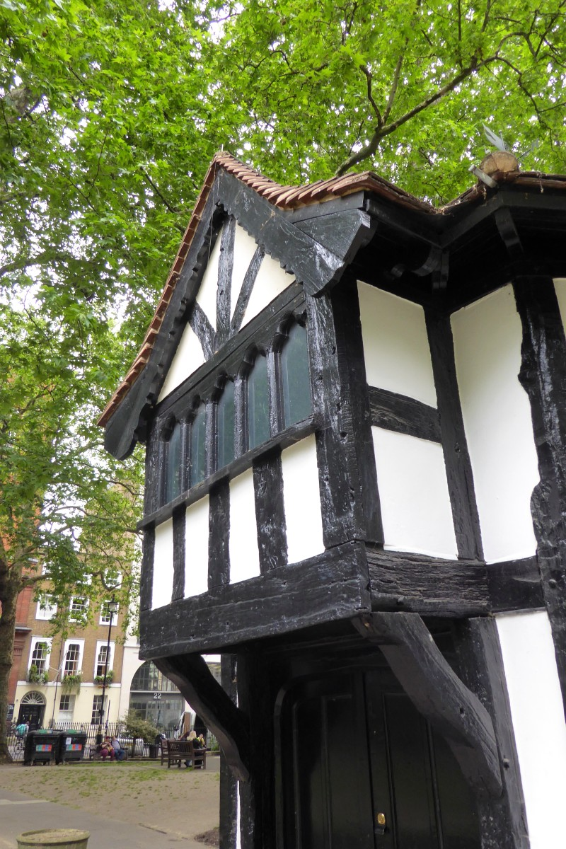 Overhanging area on the northern side of the Gardener's Hut in Soho Square, City of Westminster.