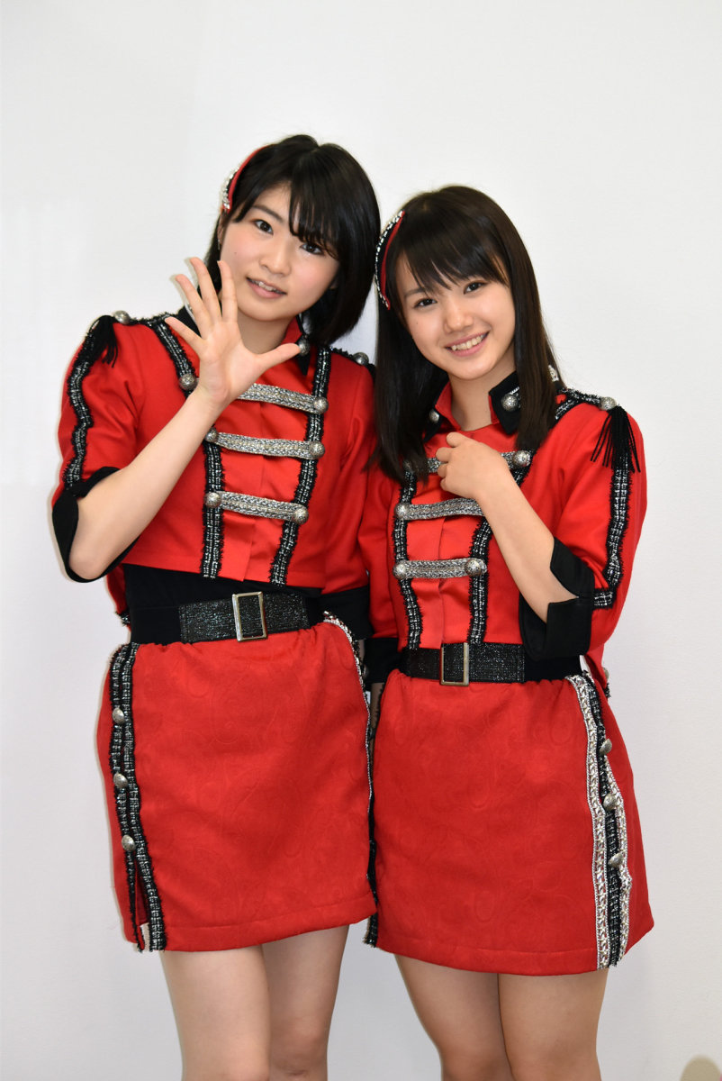 Kaede Kaga and Reina Yokoyama pose for photos during a filming session for the video Brand New Morning.