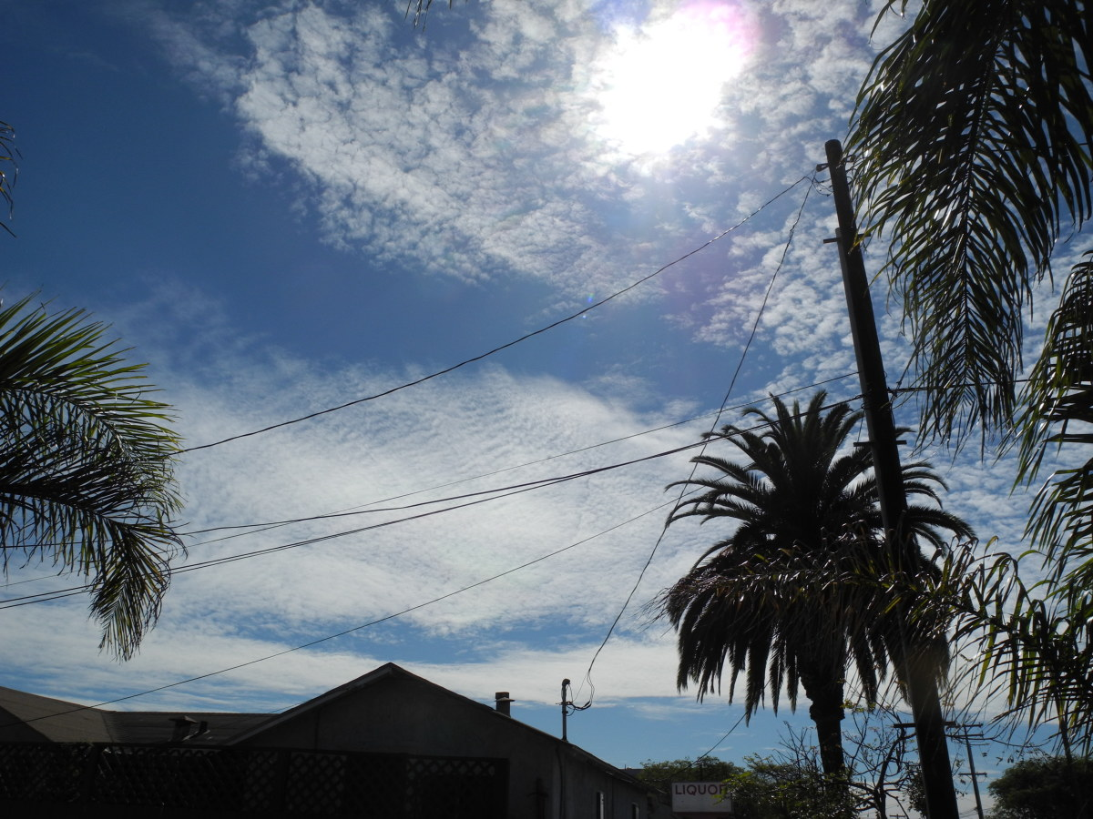 """Notice the Baking Soda Consistency to the Cloud formations.  These are NOT Clouds, but Chemtrail Cloud Formations.  Etch a Sketch type """"resists""""."""