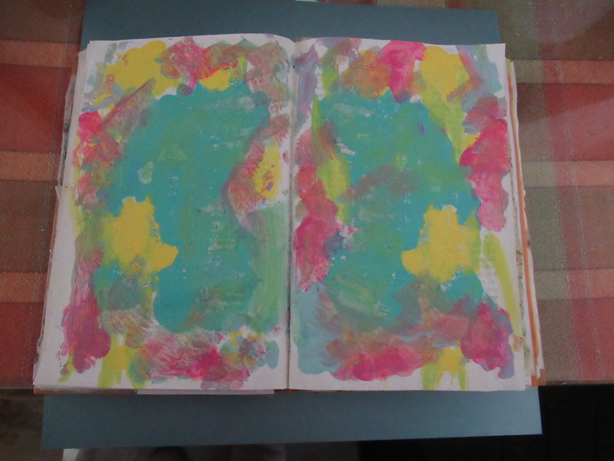 So easy to do with acrylic paints. Just a few colors and you create a one of a kind page