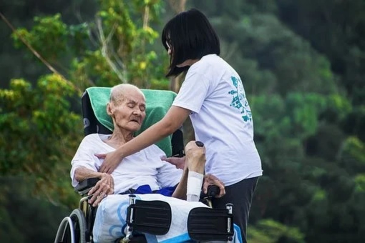 Experienced carer rendering hospice care