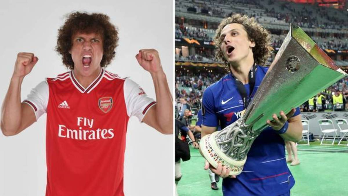 David Luiz in Arsenal (Left) and Chelsea (Right).