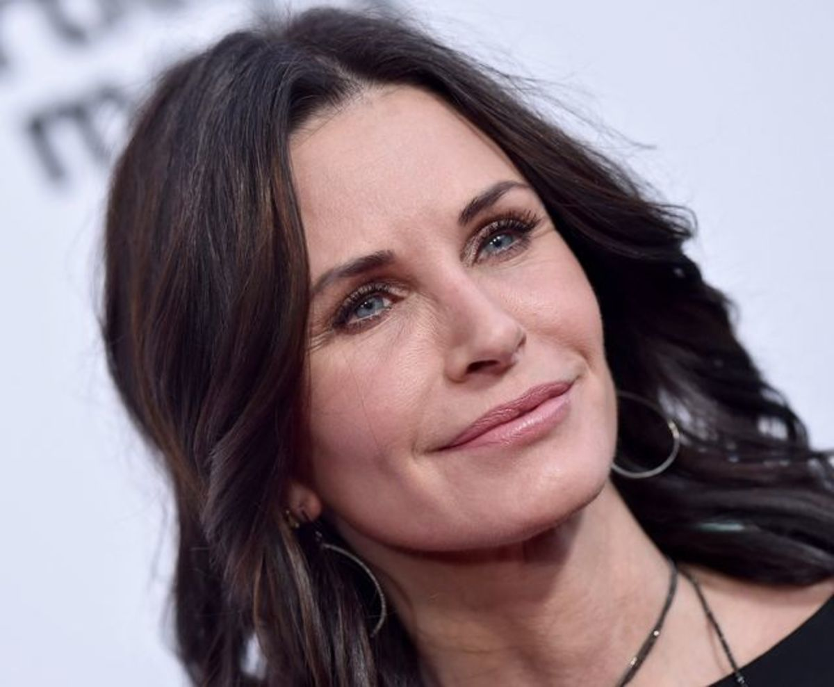 Courteney Cox is still beautiful
