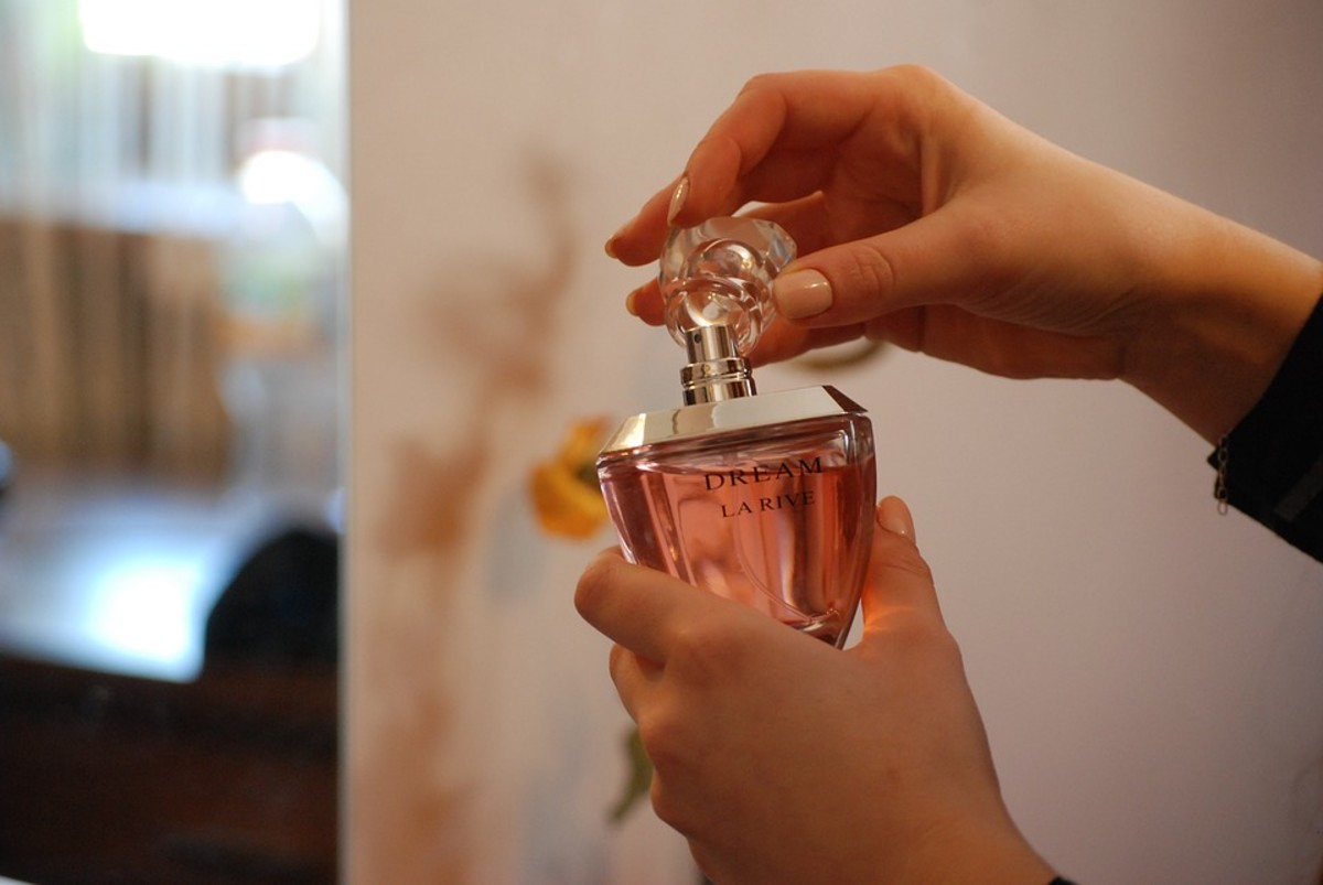 How Much Perfume to Apply to Smell Really Good