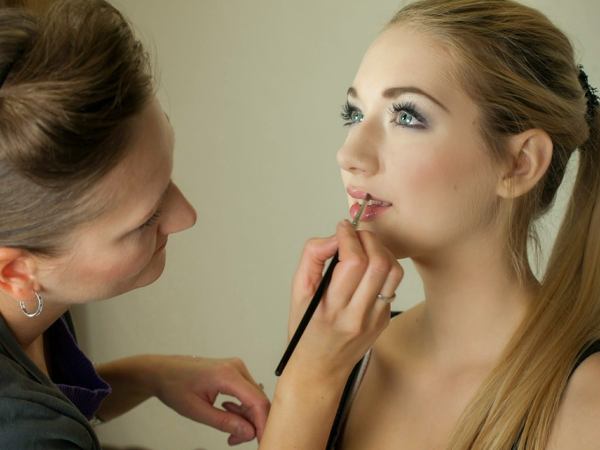 Processional makeup and hair styling is a gift that your bridesmaids will like.