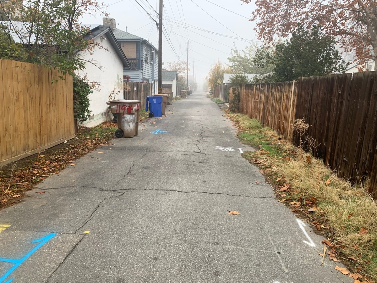 On a typical day, this is what an alleyway should look like.  Mostly clean and no activitiy.