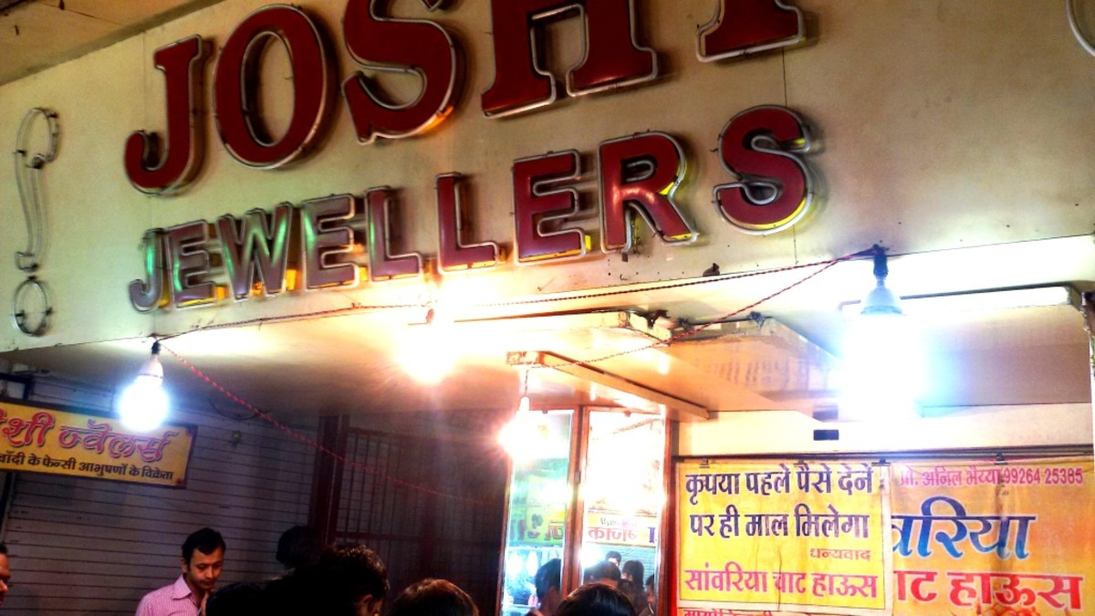 A jwellery shop, closed at night. Food-stalls are allowed to be placed in front of it at night.