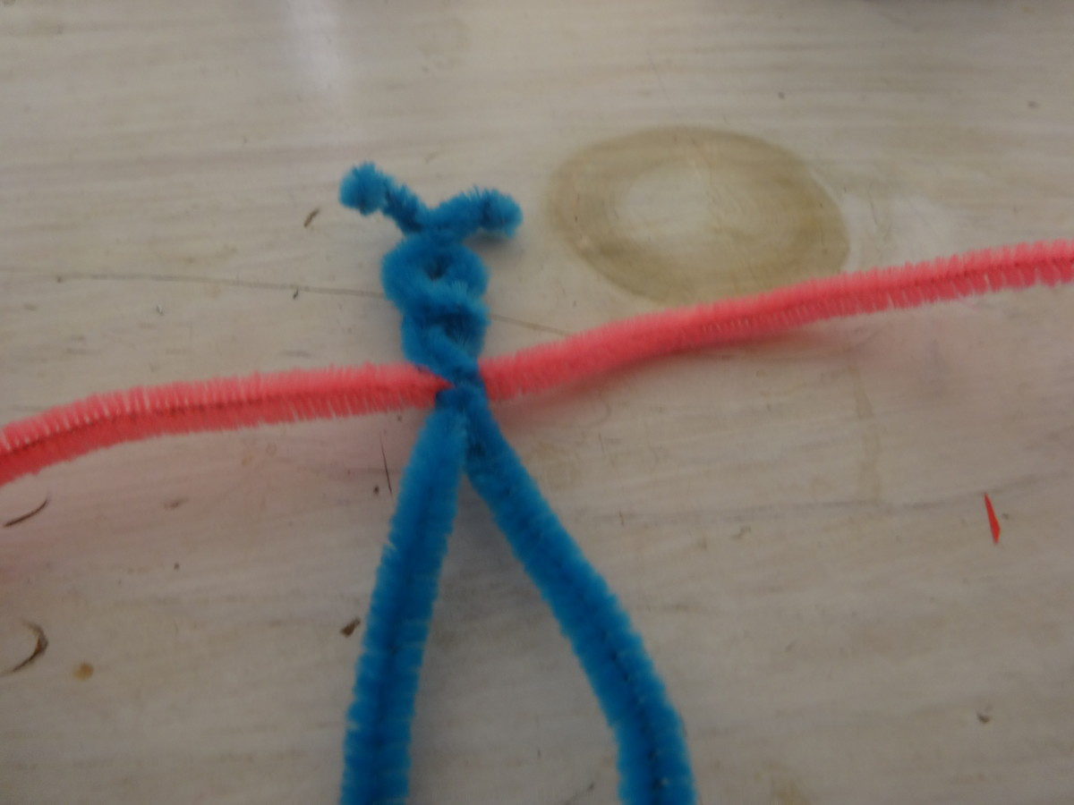 Thread another pipe cleaner through the first and so the middle goes through it and twist them together