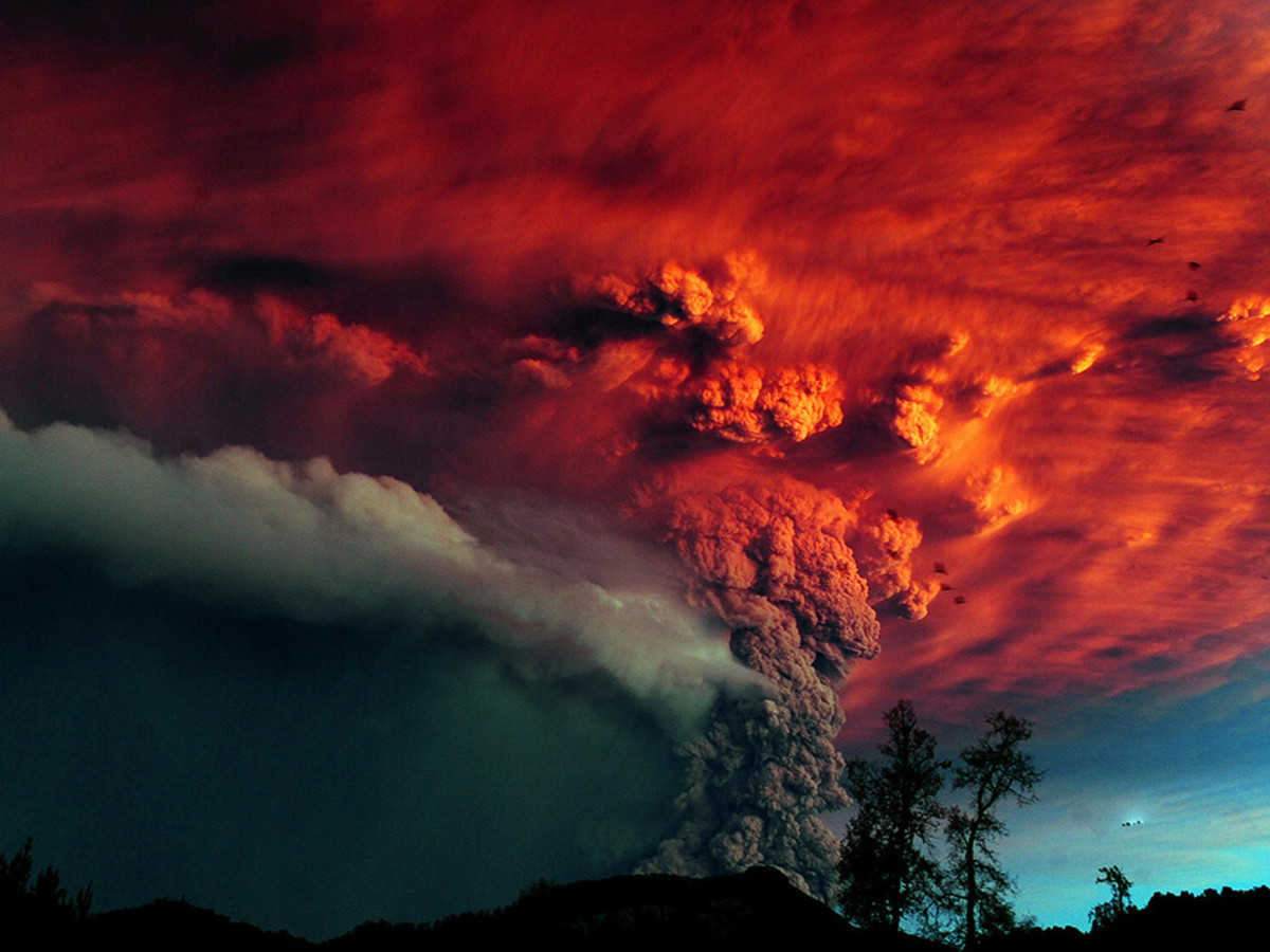 Volcanic eruption, ash filled sky.