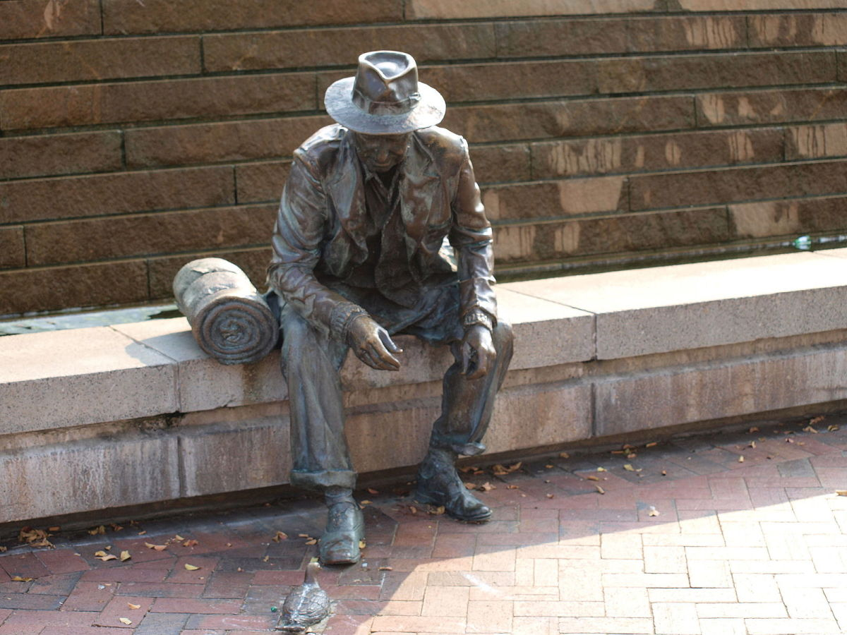 This Atlanta statue depicting a man with a bedroll feeding a pigeon pays homage to the hobos of the early 20th century.