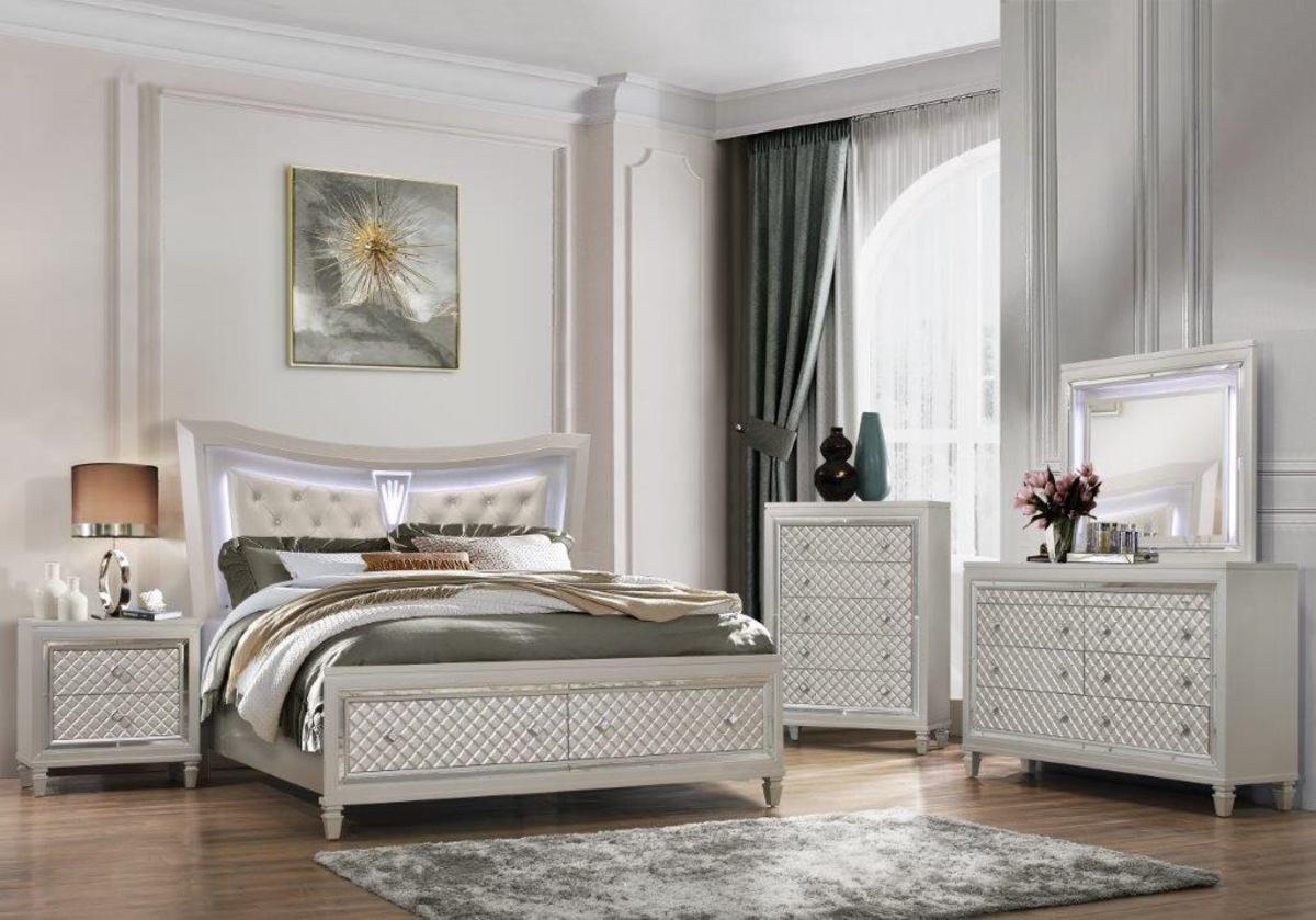 A metal bedroom should favor minimalist aesthetics. Contrasts of black and white look nice. Add metal art elements. It should look modern, sleek, and smart.