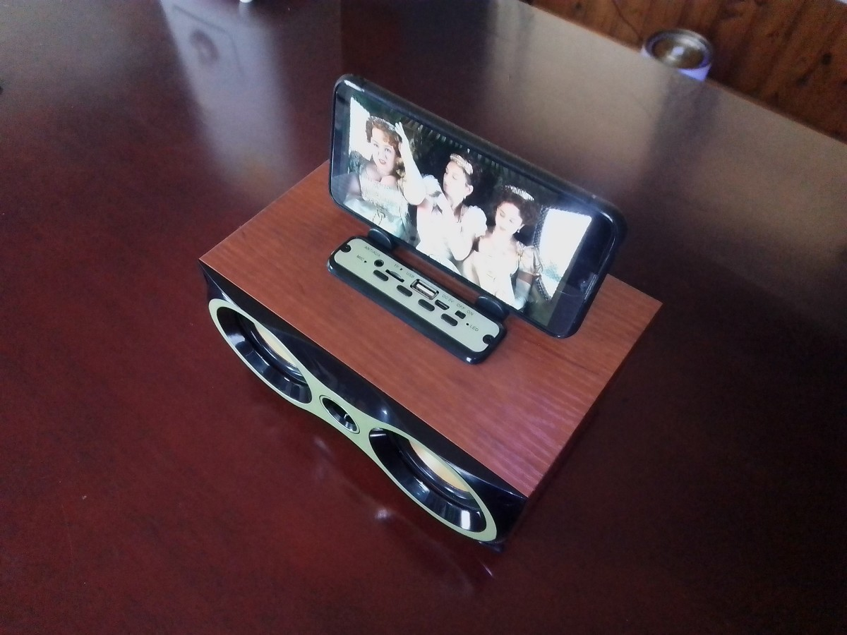 A smartphone can sit atop the speaker