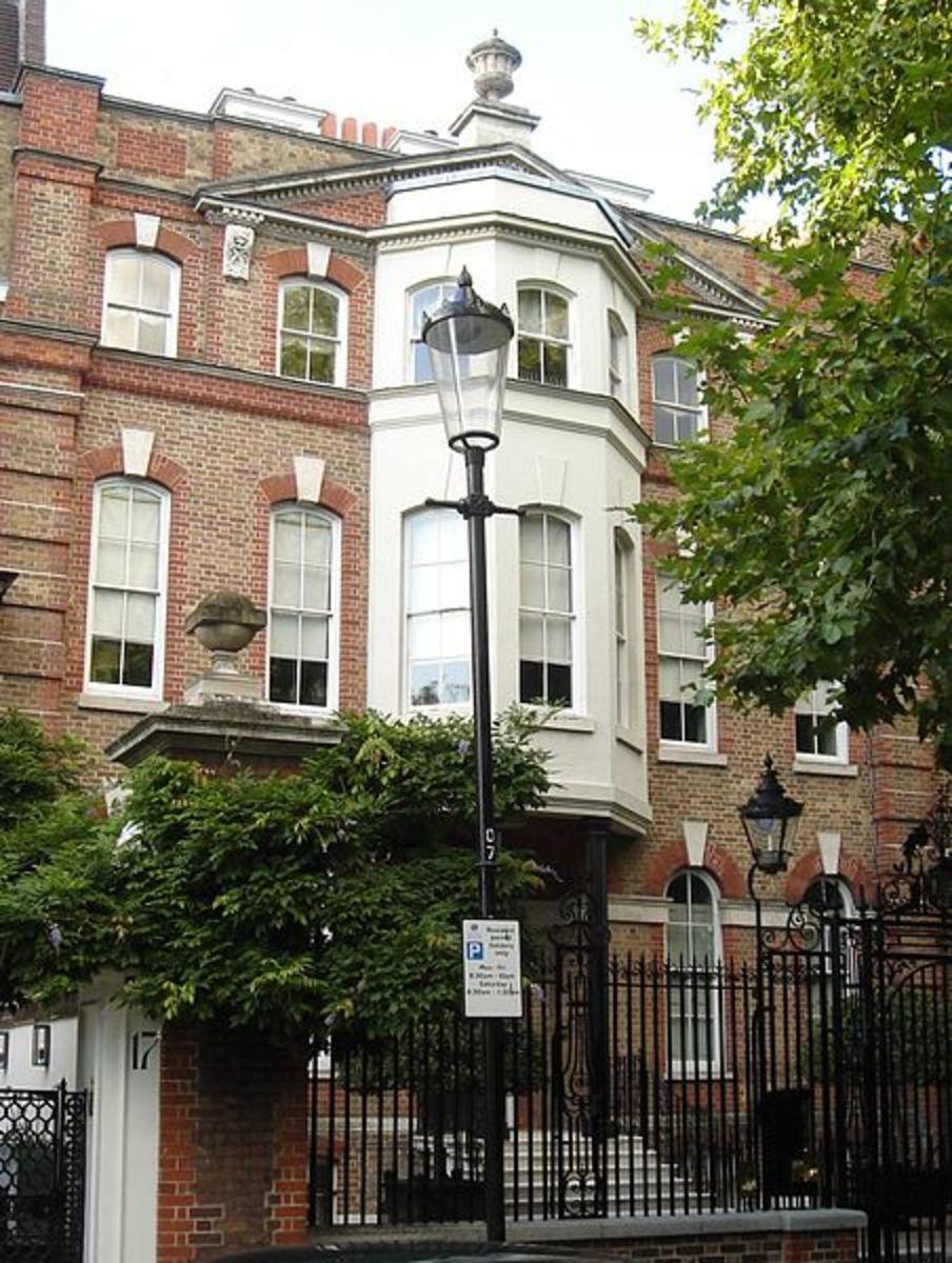 Home of Dante Gabriel Rossetti at 16 Cheyne Walk, London