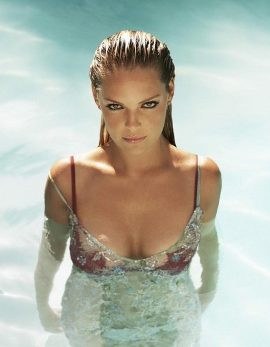 Half wet hot in water Katherine Heigl