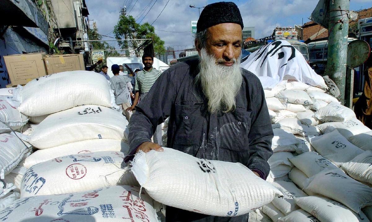Edhi Distributing free rashans to the door step of poor