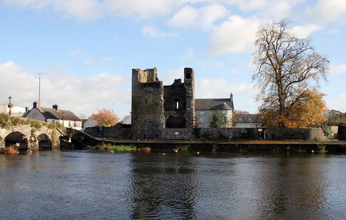 Leighlinbridge, showing ruins of Norman castle.  Image courtesy Wikipedia.