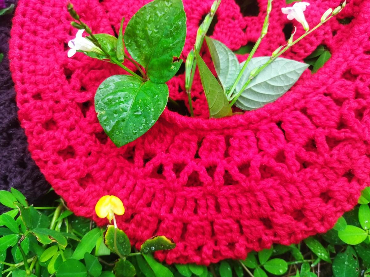 crochet-tulip-hanging-basket