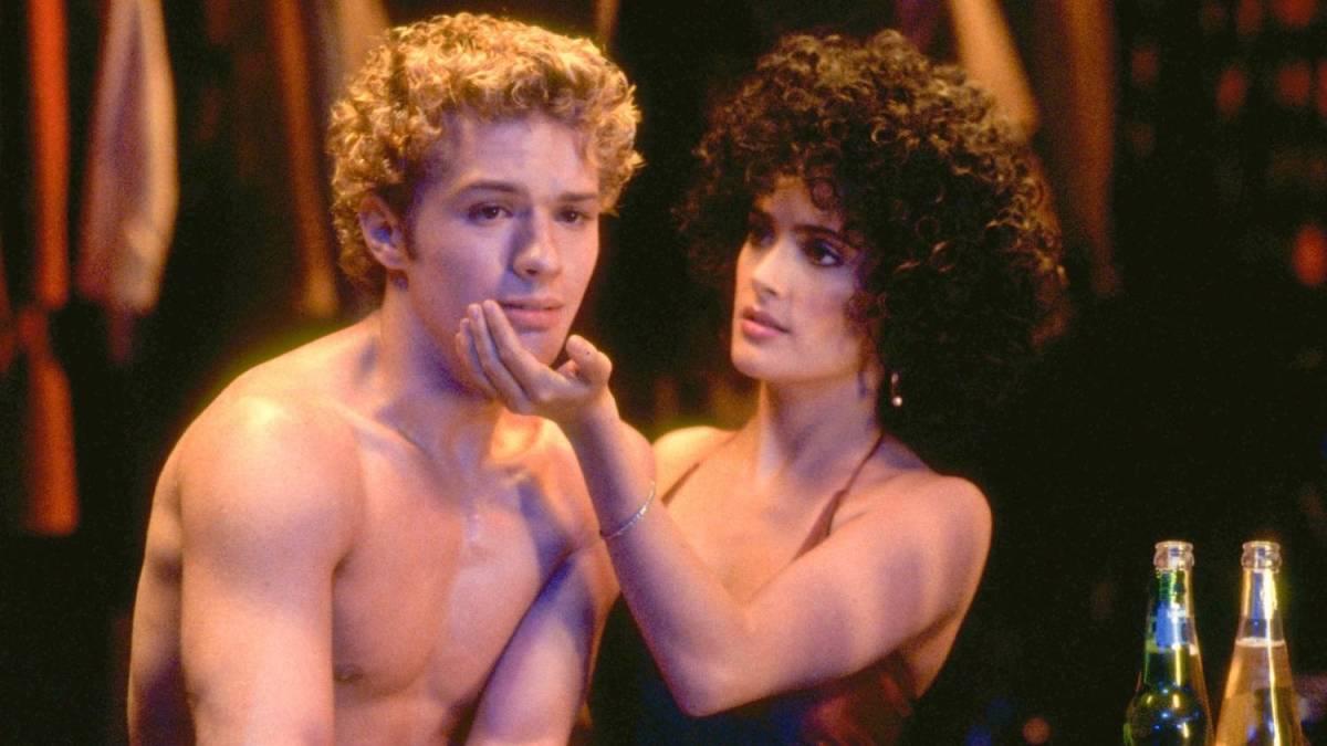 Anita (Salma Hayek) tries to bring a very high Shane (Ryan Phillippe) during their shift at 54