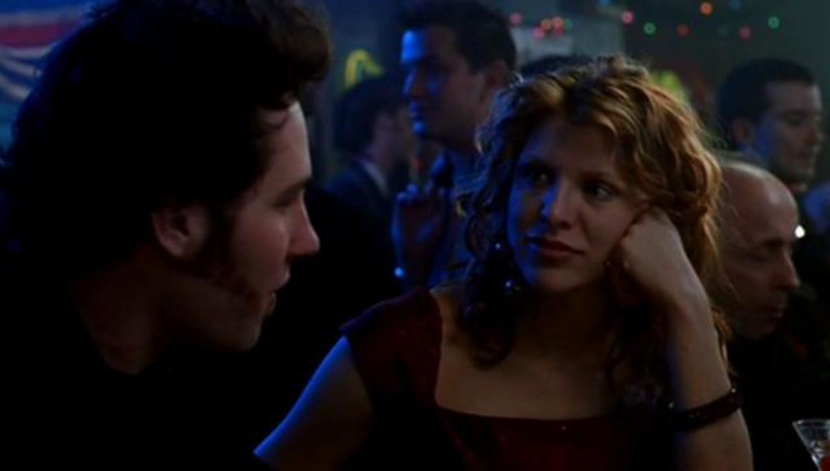 Kevin (Paul Rudd) explains to Lucy (Courtney Love) why New Year's Eve is depressing in 200 Cigarettes