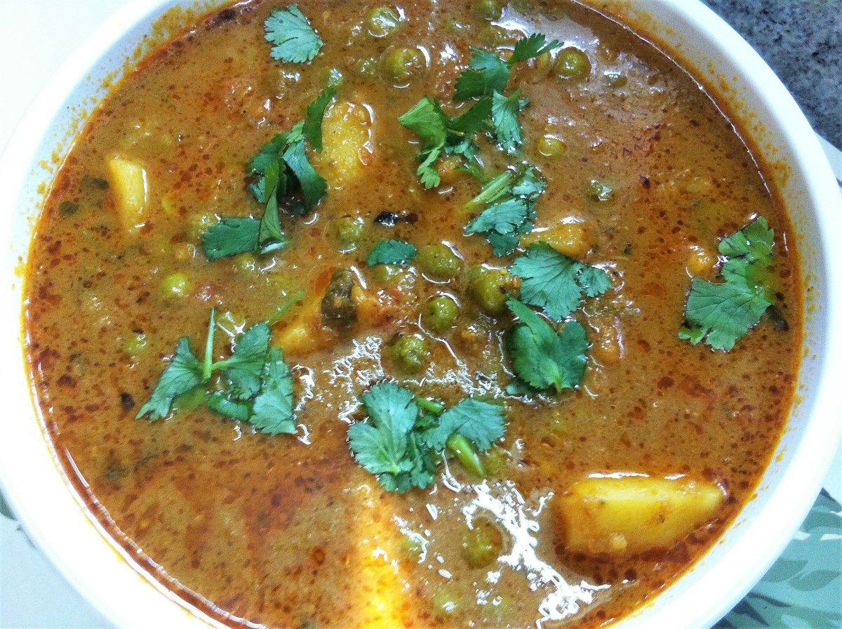 Aloo Matar Gravywale (Potatoes and Peas Curry) Punjabi Style Recipe