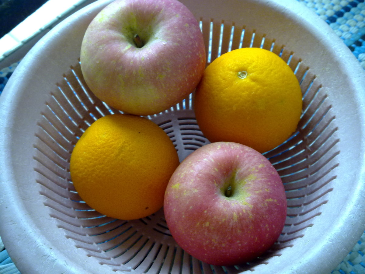 2 apples and 2 orange should be sufficient