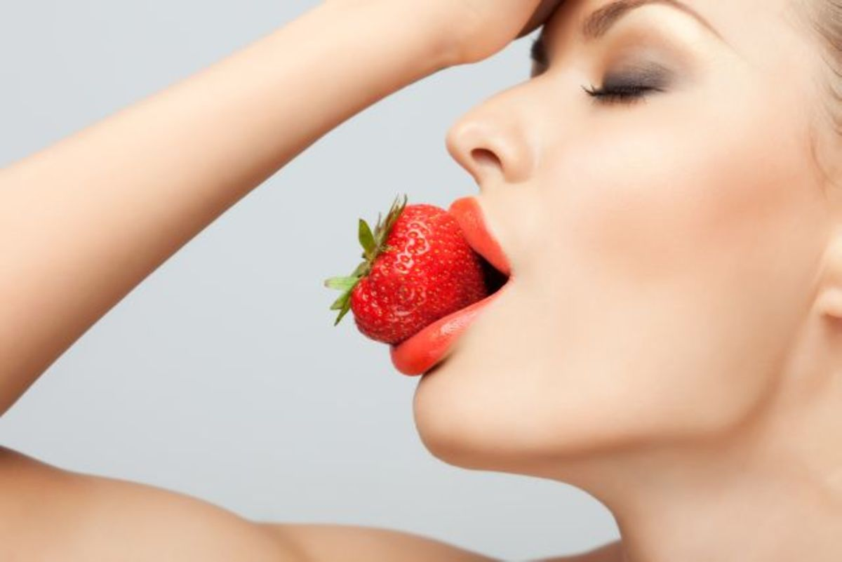 Say Goodbye to Dry Skin with Strawberries Facial Mask