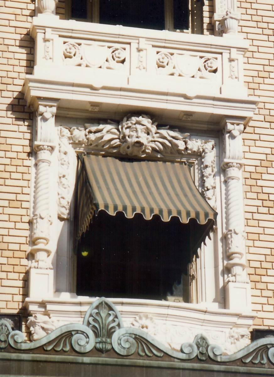Exterior window on the Fordyce Bathhouse