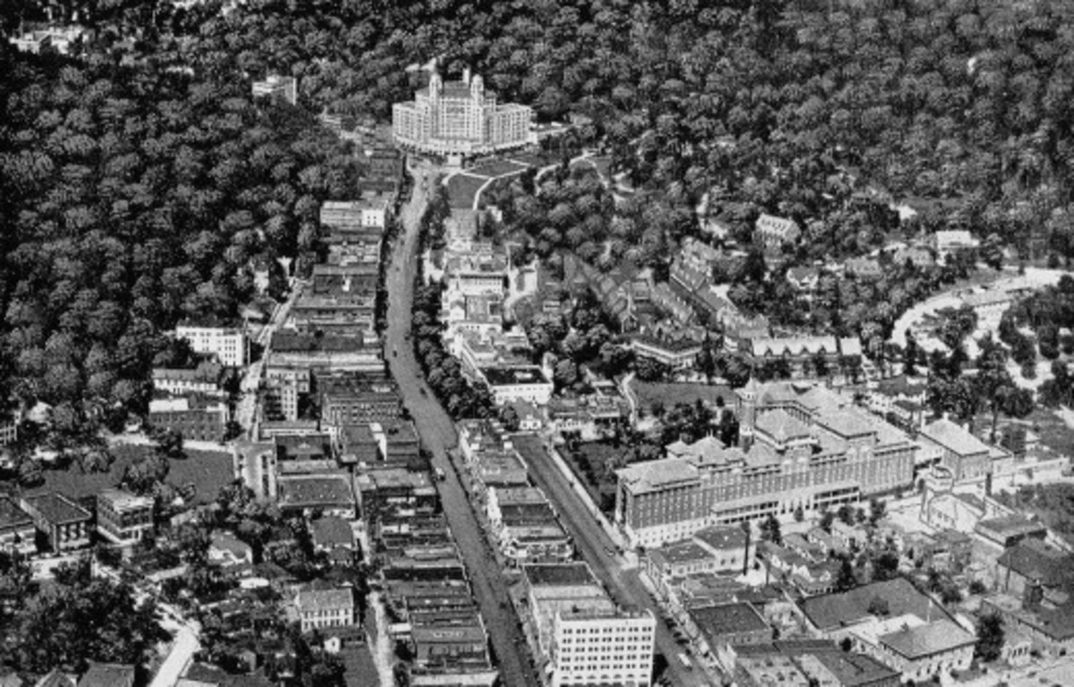 Hot Springs, looking north. Bathhouse Row is on right where Central Avenue widens. Published circa 1924.