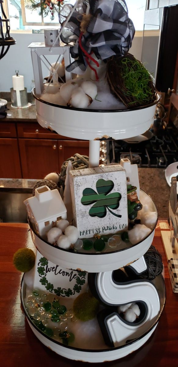 st-patricks-day-tiered-tray-decor