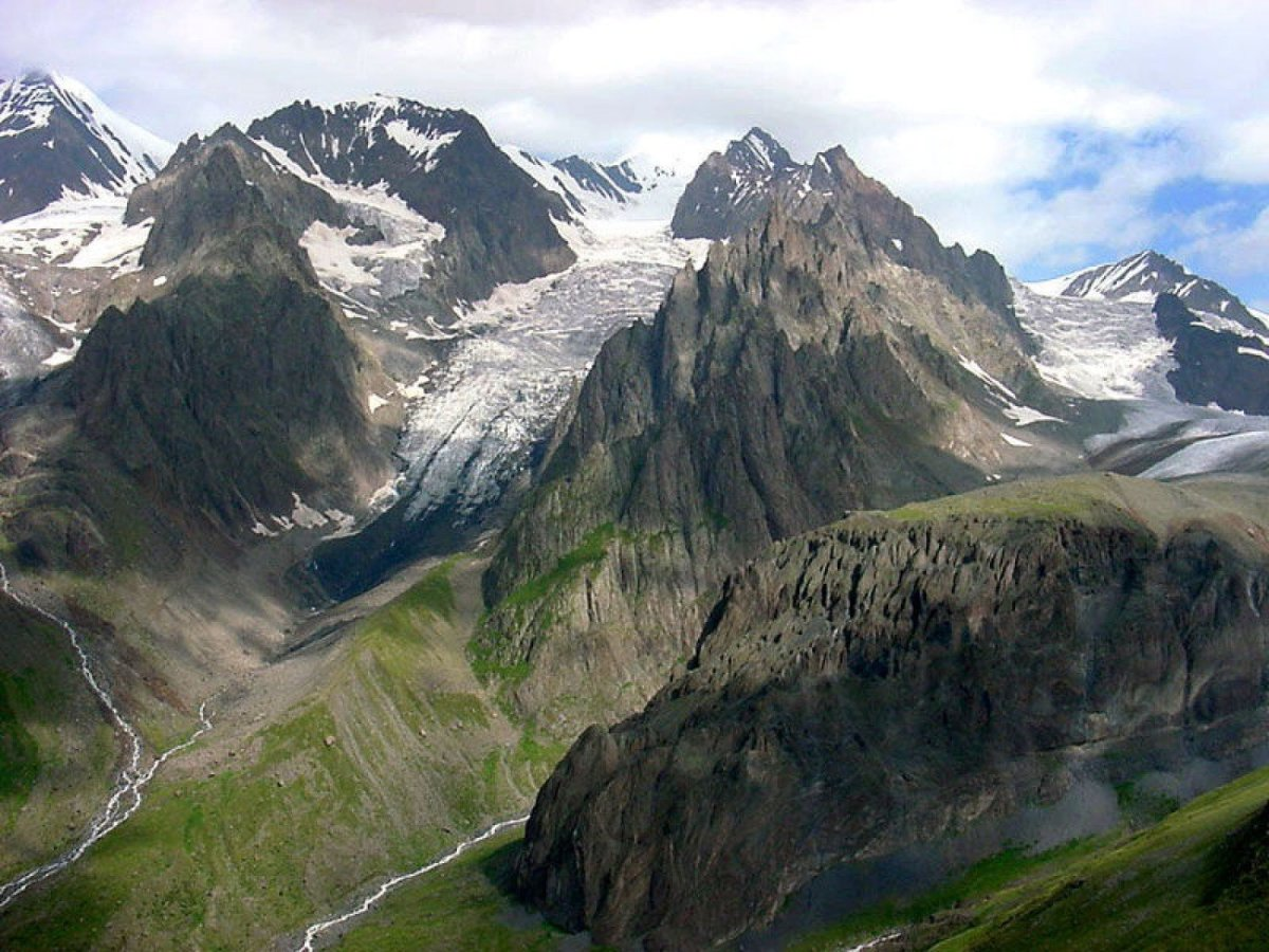 The mighty mountains of the Caucasus are one of the key factors which the book attempts to explore, to see if there is a link between the mountainous terrain and the outbreak of violence in the region.
