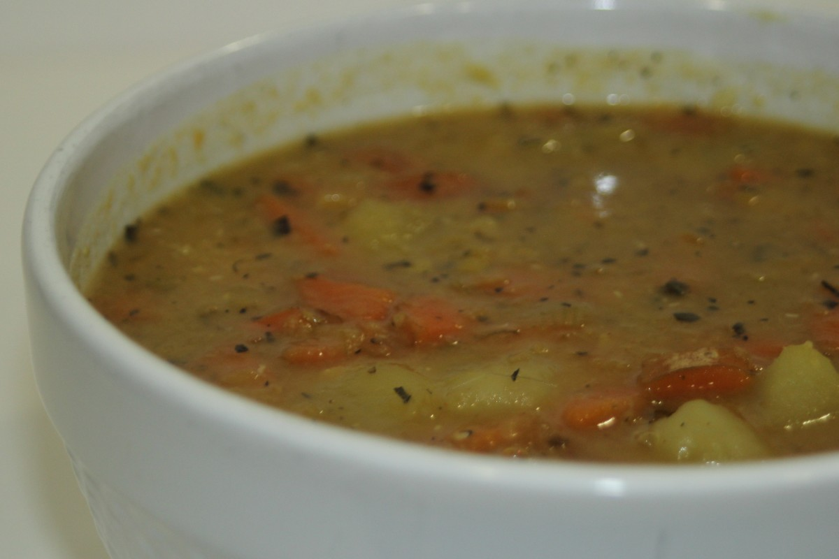 Vegan and gluten-free potato and lentil soup