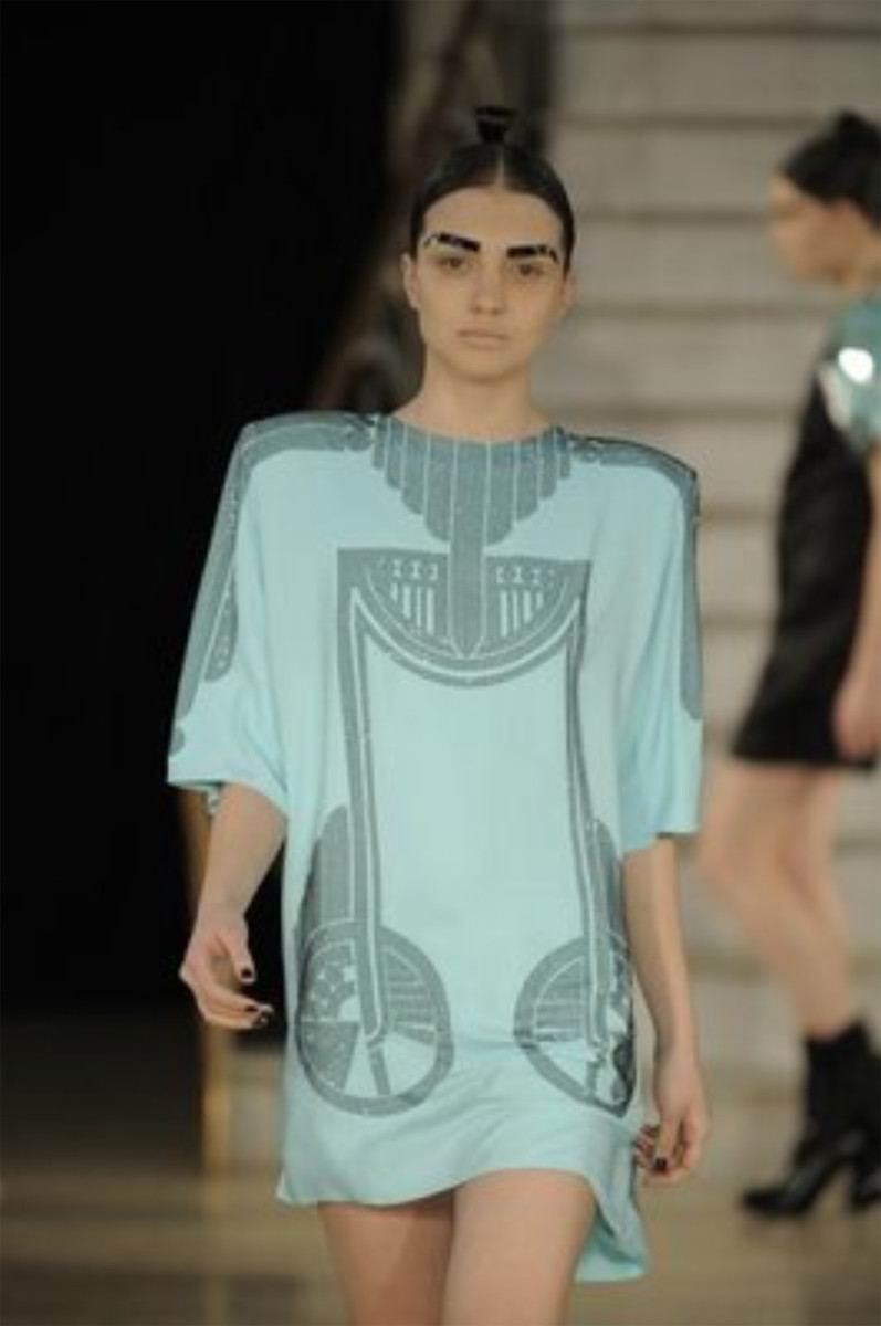 Futuristic and old school all at once, Holly Fulton has a love for Art Deco and translated that directly to her fall 09 collection.