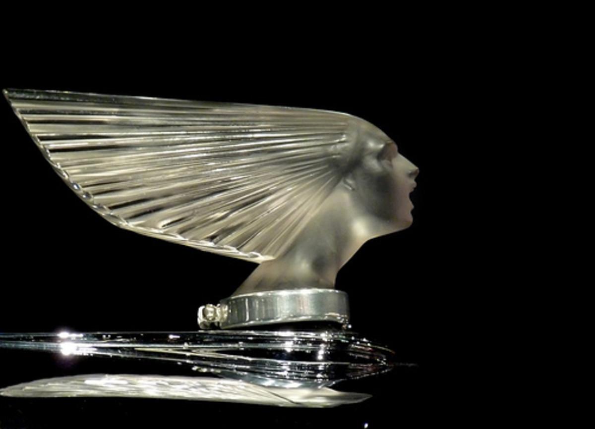 Lalique Hood orniment