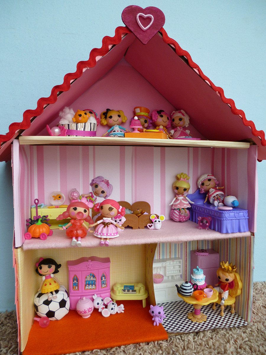 Lalaloopsy is a fantastic doll choice for toddler girls. These Lalaloopsy dolls have found their home in a dollhouse made for them.