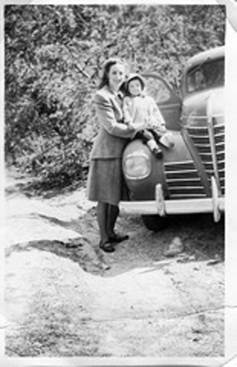Old image of a mother and daughter